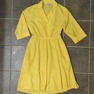 """Crisp Golden Yellow Vintage """"Housewife"""" Dress 8"""